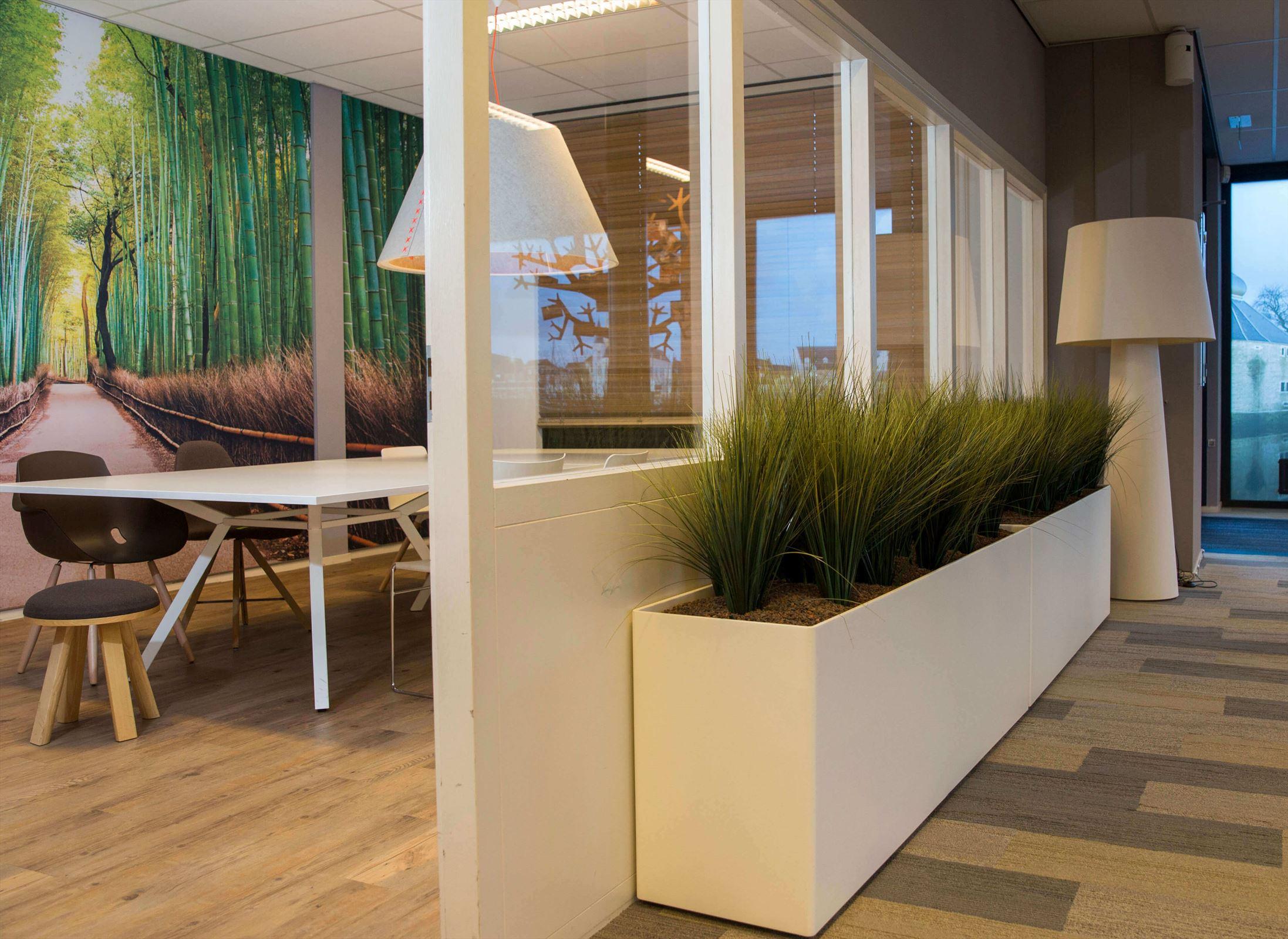 Complete projectinrichting is ons specialisme. Je kunt bij Van den Corput dus niet alleen terecht voor kantoormeubilair, maar ook met wand-, vloer- en raambekleding zijn we je graag van dienst.